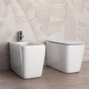 Couple de sanitaires carrés en...
