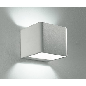 Applique bianca dalla forma cubica...