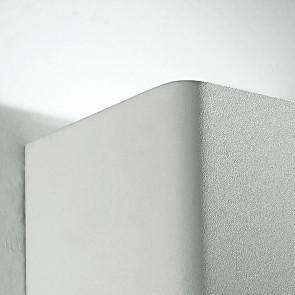 Applique blanche de forme cubique...