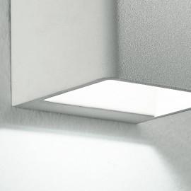 Applique blanche de forme cubique avec